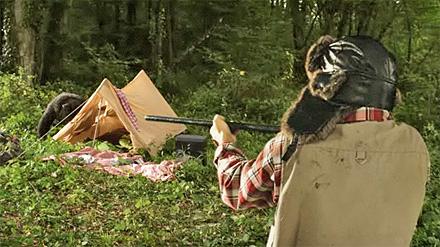 Un Cacciatore spara un orso